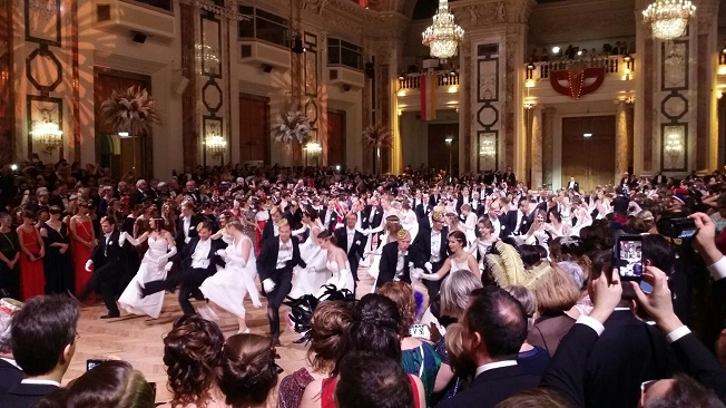 Rudolfina-Redoute Masked Ball 2018, dancing, crowd