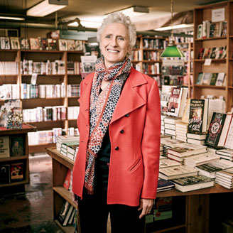 Photo of Sara Paretsky, Booth '77, in a bookstore.