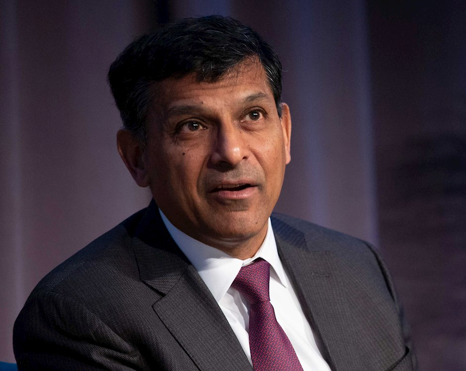 Raghuram Rajan speaking on the dias at Economic Outlook