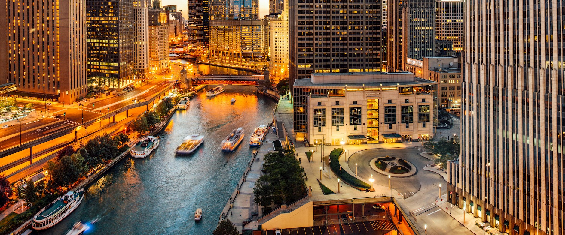 Chicago Booth Gleacher Center and river at dusk