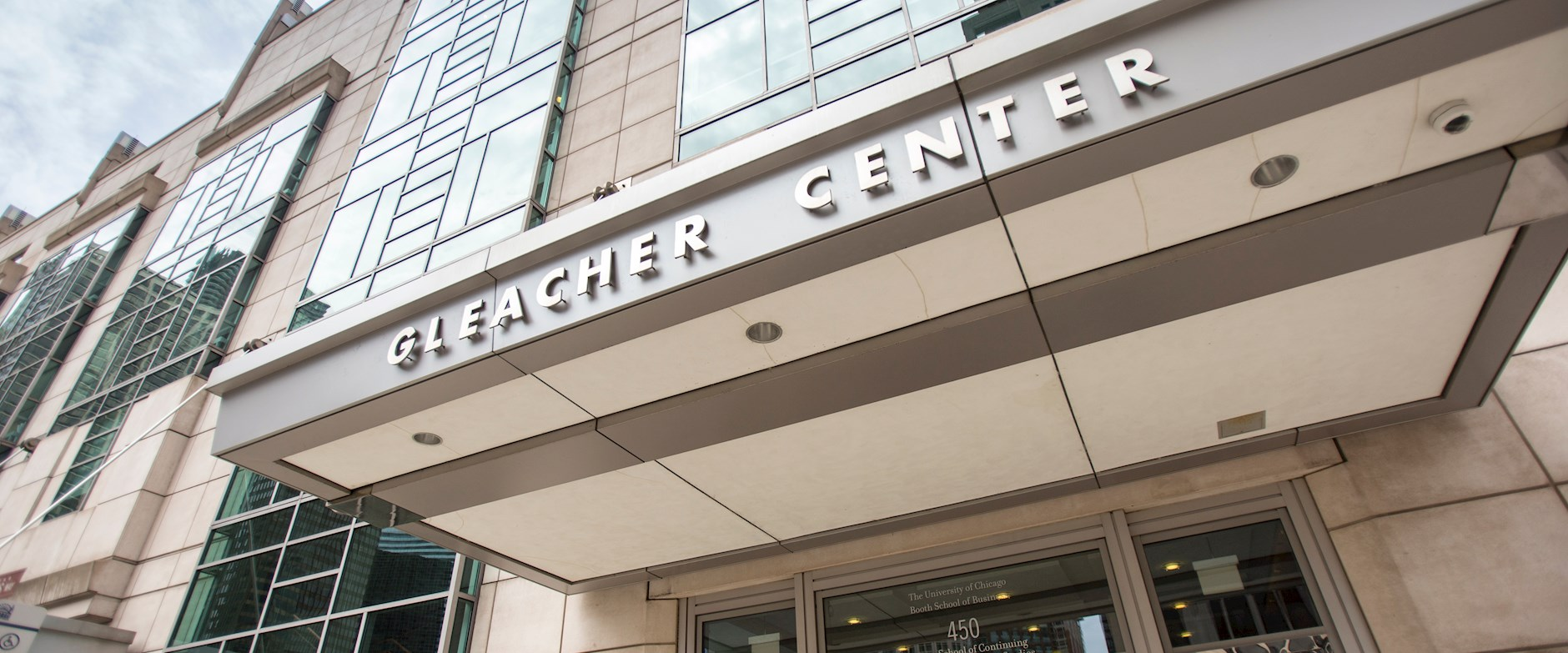 Exterior view of the Chicago Booth Gleacher Center
