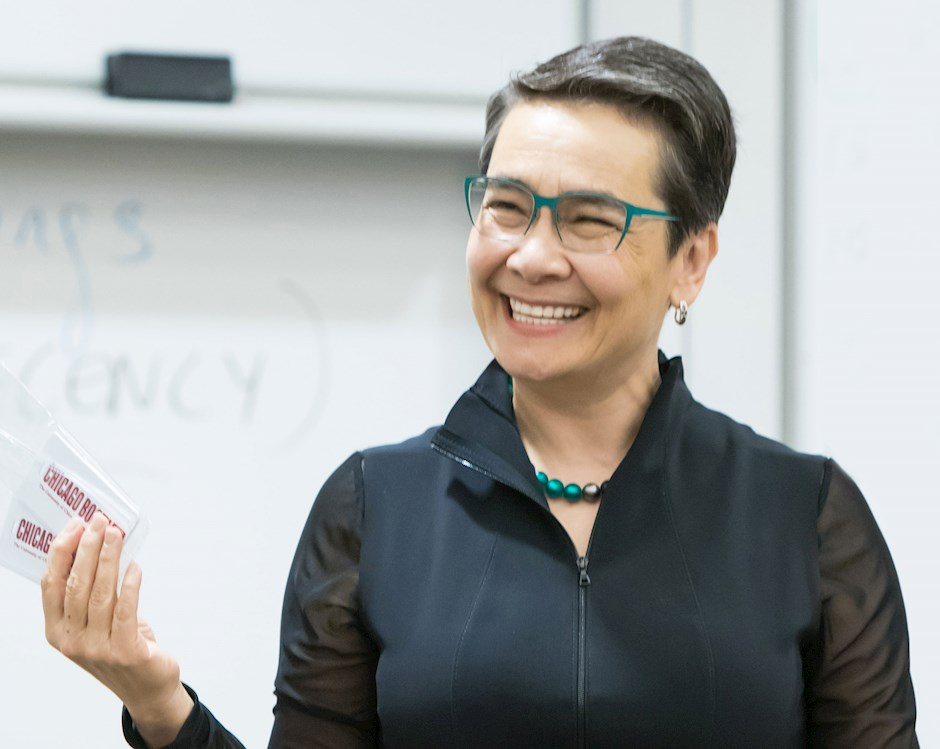 Chicago Booth professor Linda Ginzel in the classroom